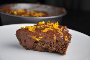 Gâteau de pois-chiches sain à l'orange et chocolat
