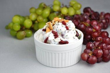 Salade de raisins et crème aigre légère