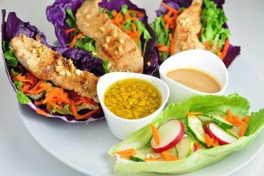Wraps au poulet et légumes aux deux sauces