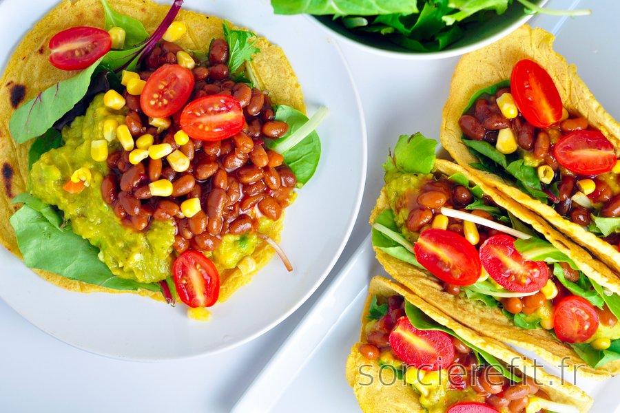 Tortillas de maïs fourrées à l'avocat et aux haricots