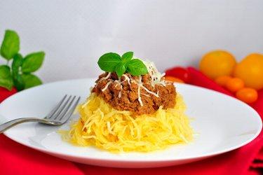 """""""Spaghettis"""" de courge et dinde hachée à la sauce tomate"""