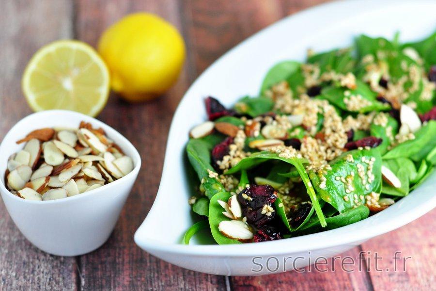 Salade d'épinards sauce moutarde, miel et graines de sésame