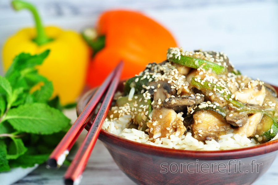 Blancs de poulet santé courgette, champignons et graines de sésame