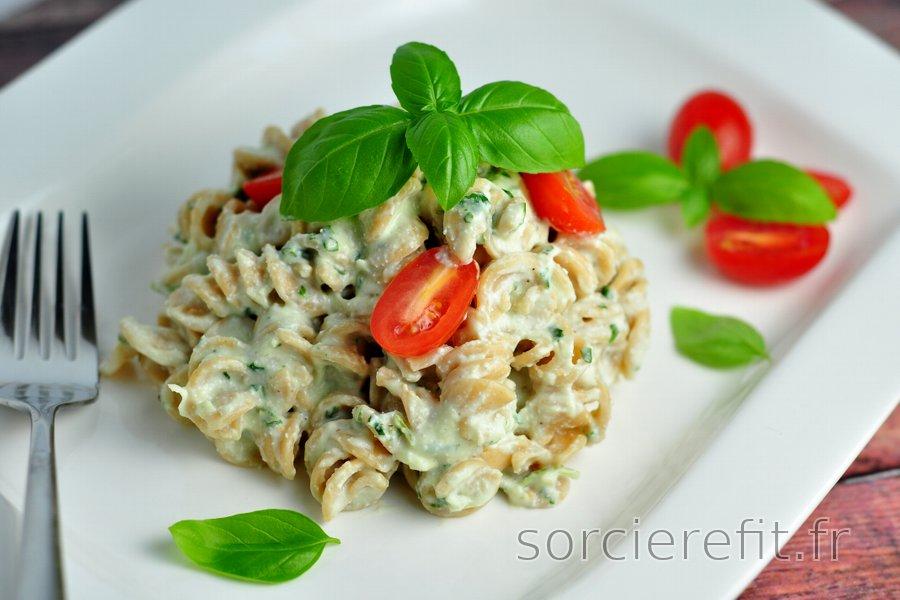 Pâtes fines et sauce crémeuse au basilic (pauvres en calories et matières grasses)