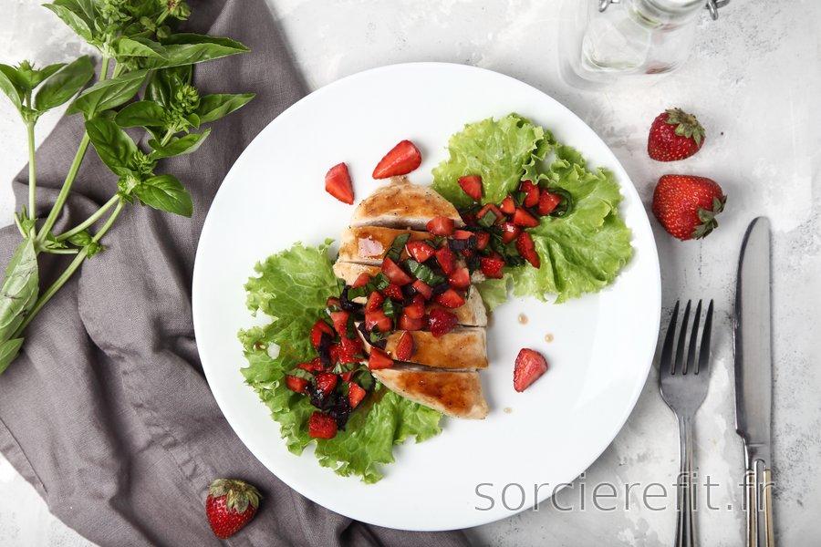Blancs de poulet faciles au basilic et aux fraises