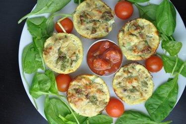 Muffins sains aux œufs et thon