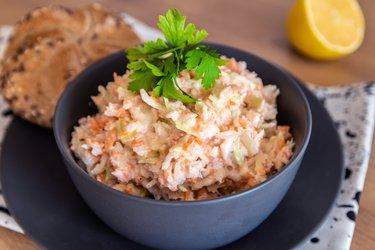 Salade de coleslaw léger et sain