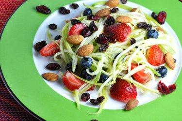 Salade de fruits et courgette légère, sauce au citron vert
