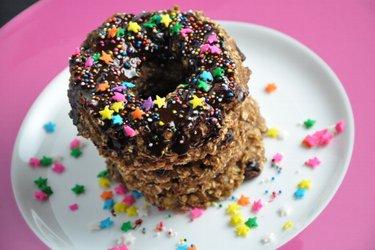 Donuts sains aux flocons d'avoine et glaçage chocolat